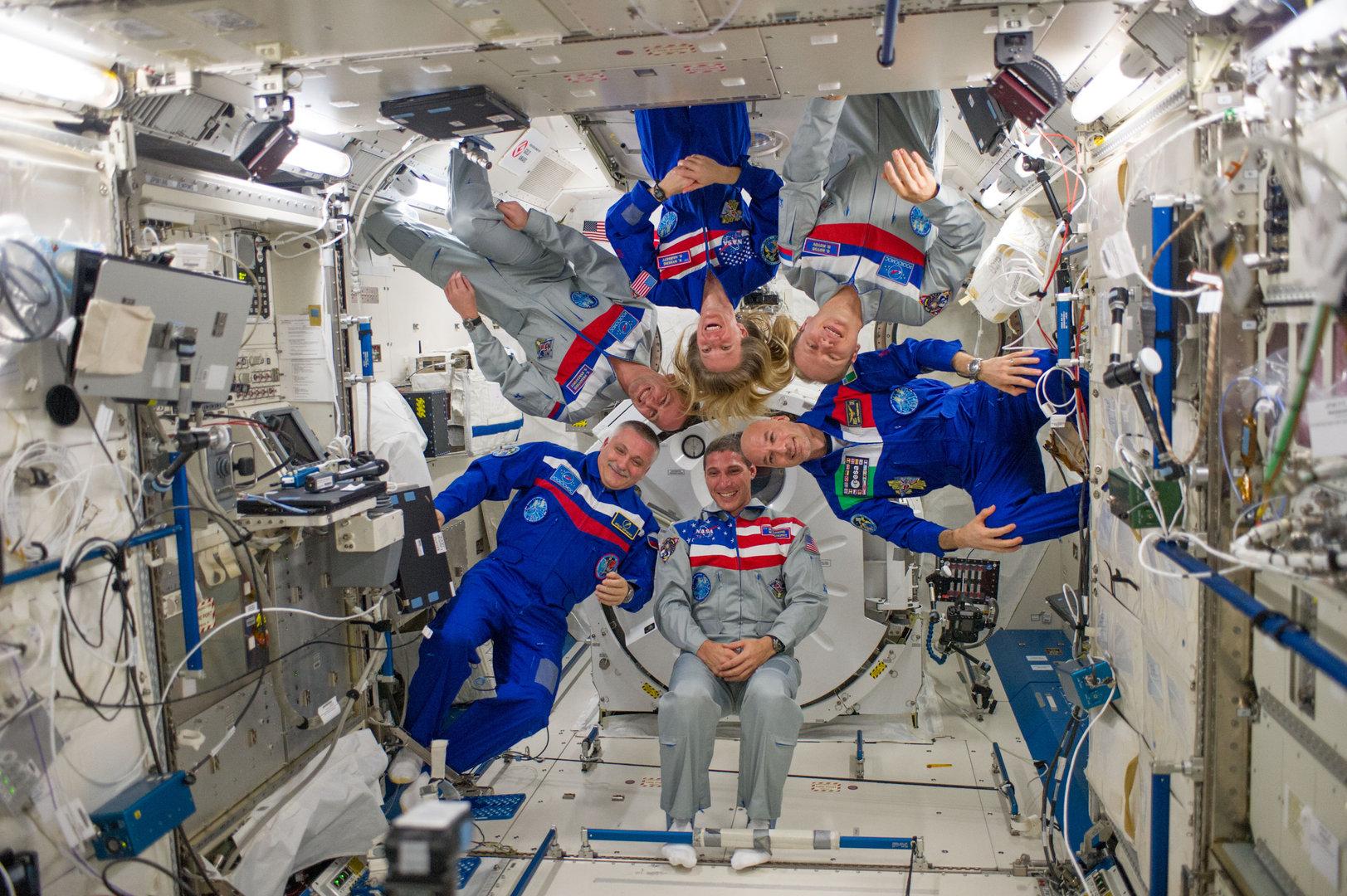 ISS_Expedition_37_crew_portrait_inside_Kibo_pillars.jpg
