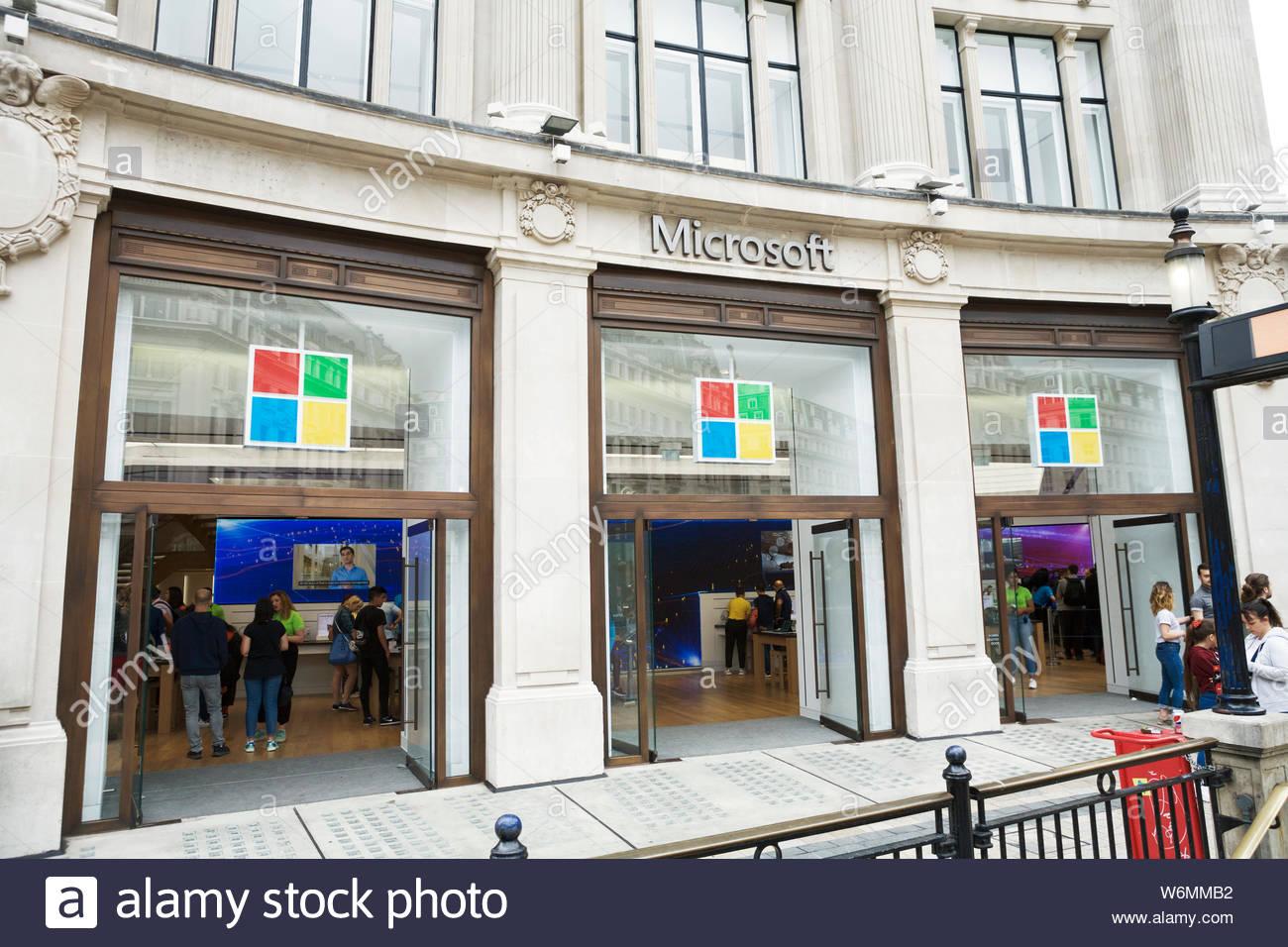 microsoft-store-london-uk-W6MMB2.jpg