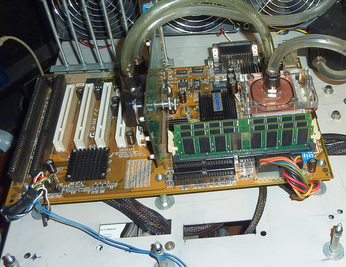 SS7 GigaByte GA-5AX Benchi versus Höllenmaschine 1200.jpg