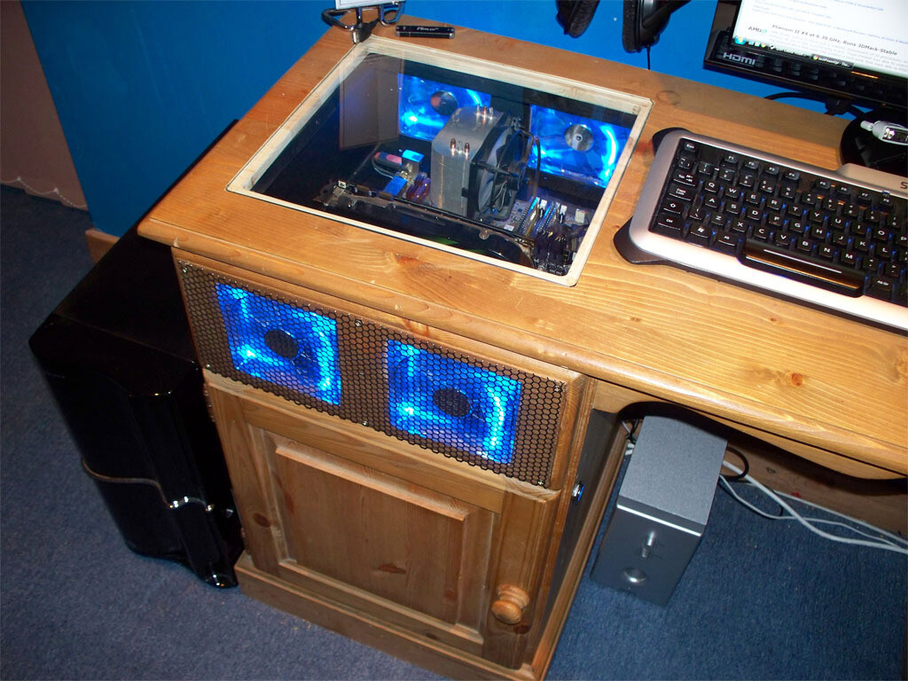 case gallery moonpig 39 s desk mod techpowerup forums. Black Bedroom Furniture Sets. Home Design Ideas
