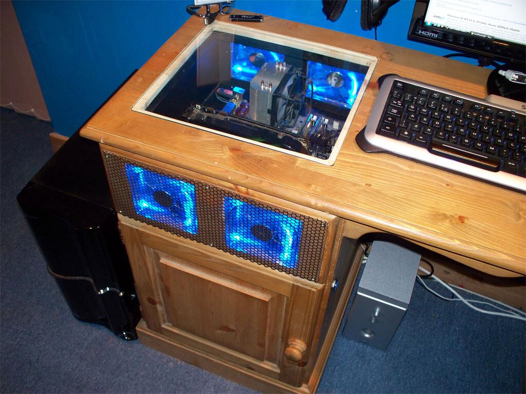 Изготовить столик на заказ для компьютера.