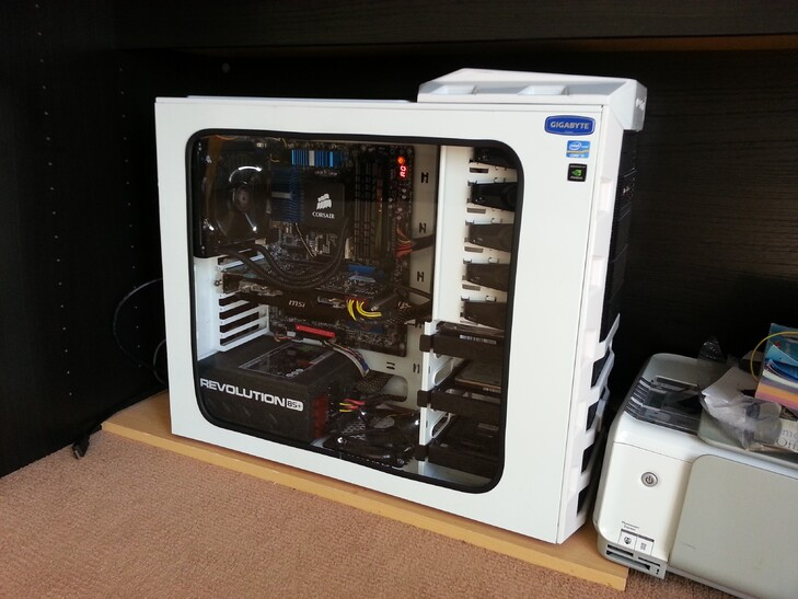 Case Gallery] - Frozen White Haf 922 Hackintosh | TechPowerUp Forums