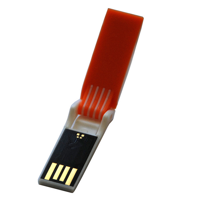 AMP Flip, il pendrive USB a forma di cellulare