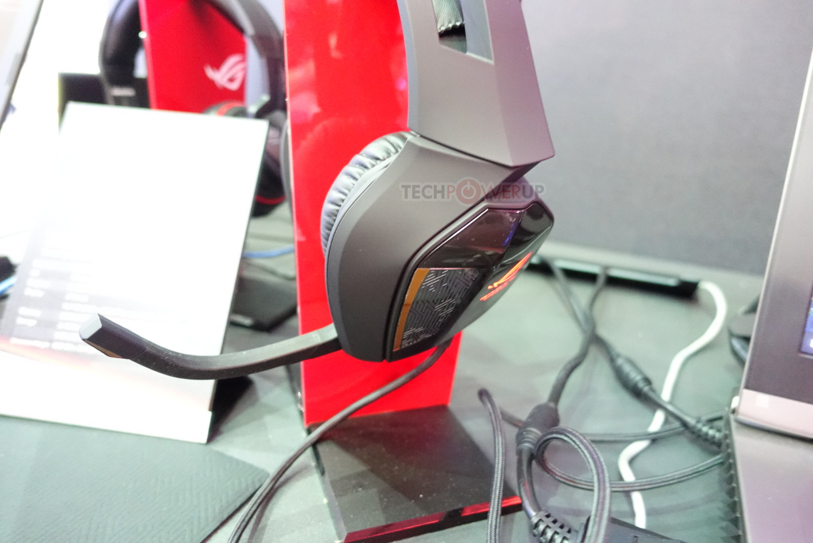 ASUS Unveils ROG Centurion 7 1 Headset with HDMI Input