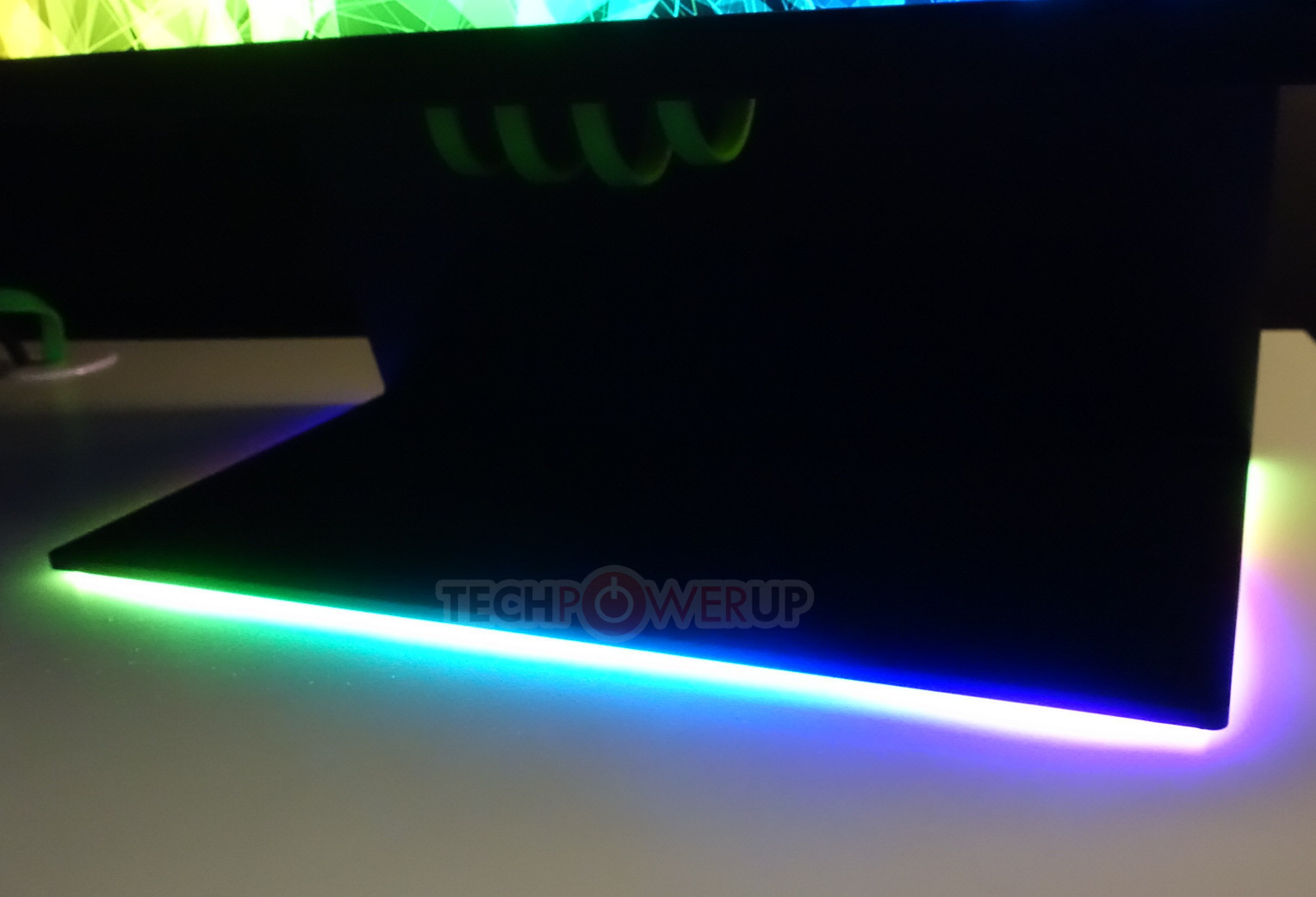Razer Shows Off Raptor Gaming Monitor, RTX Equipped Laptops at CES