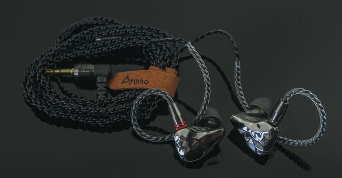 Ikko OH10 In-Ear Monitors Review – Punches above Its Weight Class