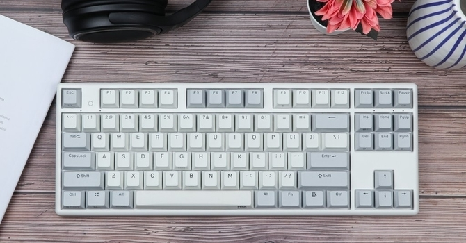 NlZ Plum x87 35g Keyboard Review – A Budget Topre with Modern Features